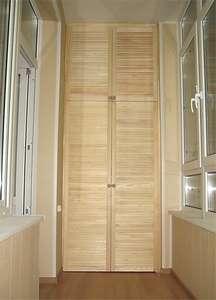 Шкафы купе на балкон сосна фото.