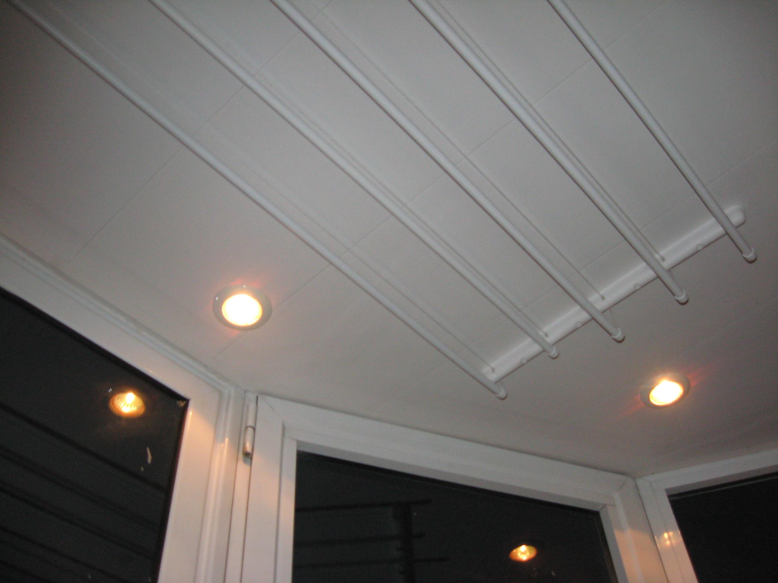 Точечные светильники на балконе.